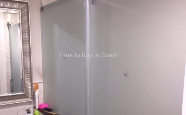 Ducha de apartamento en Albatros III, Nueva Andalucia